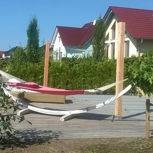 robinie-akazie-terrasse-pool-04.jpg