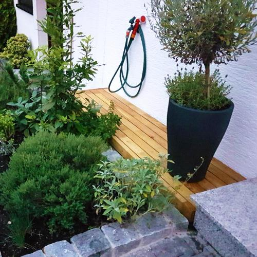 terrasse-sitzgelegenheit-akazie-robinie-2.jpg
