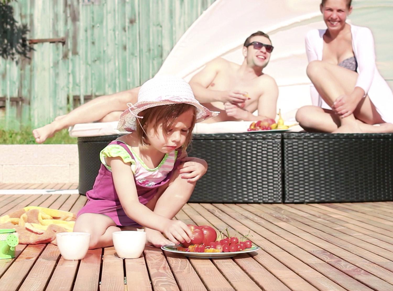 Terrassenholz aus Akazie können barfuß genutzt werden.